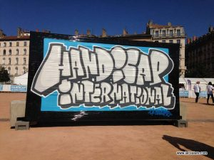 handicap internationnal graffiti demonstration